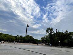 本日の大阪市立長居植物園と大阪市立自然史博物館へ行く前に休日の日課でもある、朝5時に起きて5時半過ぎに長居公園へウォーキングをします。 一周約2.8kmを歩きます。  ウォーキングをし始めてドコモの「dヘルスケア」アプリとJALの「JAL Wellness & Travel」を利用しております。 歩いて健康的になるのとdポイント、JALマイルが入るのでおすすめです。  「JAL Wellness & Travel」は、月額550円(税込)で利用できます。 入会月の翌月末まで無料で試せます。 https://www.jal.co.jp/jp/ja/jmb/wellness/  「dヘルスケア」アプリは、無料版と有料版があります。 https://health.dmkt-sp.jp/  ウォーキングの途中、長居スタジアムと長居第2競技場前で毎朝6時30分にラジオ体操が、流れるので体操をやります。