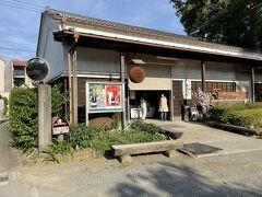 新松田駅近くの中沢酒造に寄ります。旦那の1番の目的地です。