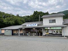 長谷寺駅で降りる方のほとんどが参拝者。駅から20分ほど歩くのですが、長谷寺まで丁寧に看板が出ているので、迷うことはありません。