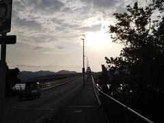 翌朝。 この日もジョギングからスタート。 瀬底大橋を渡ってみると意外と傾斜があって疲れた。