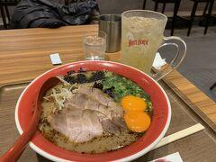 ある日の夕食はラーメン黒亭さんへ  生卵入ってます、コクがあって美味しいです。 ちなみに写真はありませんが熊本ではラーメンは他に熊本駅の駅ナカにある天外天さんでも食べました。  両者美味しかったのですが個人的にはニンニクたっぷりこってりな天外天のほうが好みです、かなりパンチの効いたお味でした。