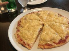 ニコラピッツァでレギュラーサイズのピッツァをいただく。生地がカリッとしてcheeseもしっかりしていてヤミー ドミノピザも好きだけどやっぱり品の良いピッツァでした。