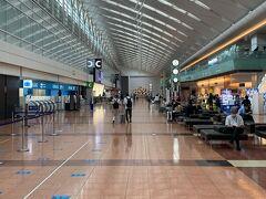 ですが、空港内は人少なめでした
