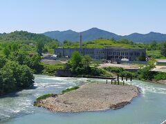 こちらは、旧北炭清水沢火力発電所 大きな発電所で、近隣の炭鉱や住宅や映画館、工場などの電力をまかなっていたそうだ。 廃墟になっているが、見学ツアーを募集するそうだ。