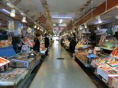 朝市も開いているお店は3割くらい 皆さんに声かけてもらって恐縮して何も買えませんでした。