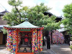 桜の時期に来た時は着物姿の若いカップルや女子グルーでいっぱいでしたが、今日はこの通り閑散としています。日曜日なんですが。。。