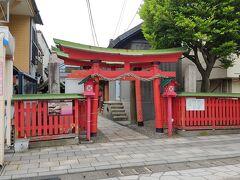 金刀比羅神社 古い商店街の中にひっそりと祀られている神社があります。