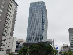 新潟日報 メディアシップ 再び信濃川を渡ってメディアシップに向かいます。 メディアシップとは萬代橋近くにある新潟日報の本社ビル。