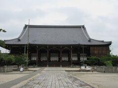 御影堂。 国宝です。 国宝木造建築の中でも五番目の巨大な堂だそうです。