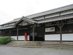 近くにJR一身田駅があります。 味のある駅ですね。