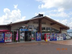 諏訪湖サービスエリアは敷地も広くゆったりしていますので、駐車場も広く多くの人が立ち寄ります。