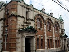 東京駅丸の内駅舎を設計した辰野金吾が唐津出身だったとは知らなかった。  旧唐津銀行は辰野金吾記念館になっていた。 ここは、辰野金吾の監修のもと、愛弟子である田中実が設計したそう。