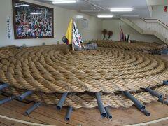 呼子の伝統的な祭り、呼子大綱引き。  呼子大綱引会館に綱が保管されている。
