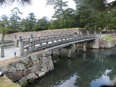 こちらは北惣門橋。2020年に橋が新しくなったそうです。