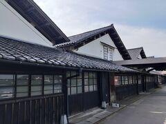 自転車で山居倉庫まで。本日泊まるホテルの近くです。