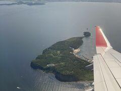 福岡空港着陸前、相島が見えました。 相島は猫の島で有名みたいです。