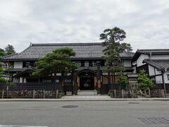 ぐるっとまわって、高山市政記念館です。