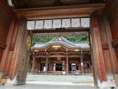 石段をのぼって、櫻山八幡宮にお詣り。