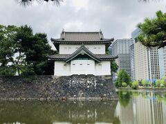 『江戸城 桜田巽櫓』。  富士見櫓、伏見櫓と並んで江戸城に残る江戸時代の櫓のひとつ。『さくらだたつみやぐら』と読むそうです。