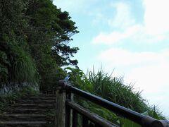 目的地に到着 鎌倉時代、新田義貞がここから幕府を攻めたことから「古戦場」と呼ばれていますが、今は公園として整備されており江の島や富士山のビュースポットでもあります。