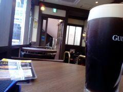 昔アイルランドのダブリンで飲んでたギネス。今日は鉄道旅だし日が明るいうちからビール飲みました。