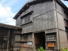 宿根木の家々には現在も人々が居住していますが、数軒の家は観光用に開放されています。 この家は「清九郎」という家。 江戸時代、北前船主、つまり船のオーナーの邸宅です。