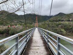 大きなつり橋があるので、渡ってみました。