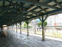 ●南海 深日港駅  ホームは一本だけ。 とっても広い~!