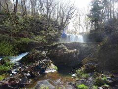 途中にある「鐘山の滝」っていうのに、ちょっと興味があったからネ。 何でも、山中湖と忍野八海の水が流れて出来ている滝なんだっテ!