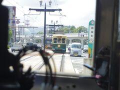 路面電車同士が近いのも萌えます。