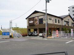 お昼はこちらの友福丸さんへ。 11:30の開店時間に入店して着席。  11:45には満席になってました。