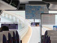 さぁ、ここからが問題 ダイビングショップも宮古空港には迎えに来てくれるが 少し離れた下地島空港からはバスがレンタカーかタクシーで自力で行くしか無いのです。  ホテル近くのバス停を教えてもらって さあ、行きますか。  伊良部大橋を渡ると宮古島