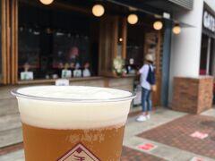 100円シャトルバスで球場へ。 当然イーグルスビールを準備します。