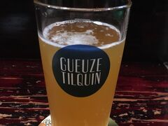 食後は知人の店でベルギービールを1杯だけ。 ランビックのグーズティルカンドラフトを。