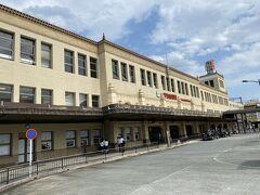 近鉄宇治山田駅は大きく  歴史的建造物です  ロッカーから荷物を出し乗車券を購入