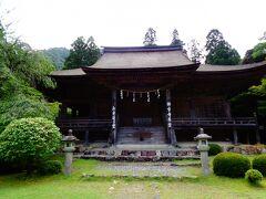 天台宗のお寺で、ご本尊は薬師如来像。  ここは「若狭の社寺建造物群と文化的景観-神仏習合を基調とした中世景観」の一つで、過去に暫定リストへ提案された日本の世界遺産候補でもある。