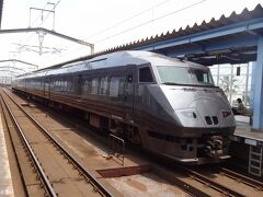 さっき乗って来た、特急きりしま8号をカシャ。  JR九州の787系電車。 JR九州のフラッグシップトレインとして平成4年にデビューした特急用車両なんだそうです。