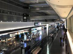 5月2日那覇行の最終便に登場するため羽田空港へ。 18時くらいのT1は、ガラガラでした。