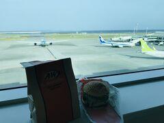 空港で朝ご飯は、テイクアウトのA&W! というか、開いているお店がほとんどなかった。。