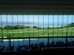 さて、続いてやって来たのは日本平ホテル。 ホテルの中に1歩足を踏み入れると、この景色が目に飛び込んできます。  ホテルの動画はこちら https://www.youtube.com/watch?v=BDB94AA07ZU&t=50s
