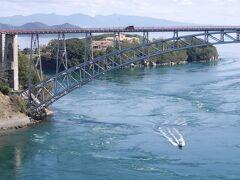 赤い橋の「旧西海橋 ワタクシの年代で西海橋と言えば、この赤い橋が西海橋というイメージ  ここから海を覗き込むとダイナミックな渦潮がグルグル回っているのが見えれるのです  それが危ないので、プロムナードを作ったということでしょうか?