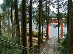 インスタグラムで有名な「平和の鳥居」  残念ながら、平和の鳥居へ行く階段は「立ち入り禁止」になっていました。