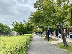宗春ゾーンを通って  東門に向かいました  平日とはいえ人通りがほとんどなくて寂しい限り