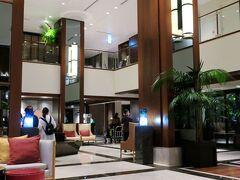 ホテルに着いて、検温・消毒をしたらチェックイン手続きを行います。 ホテルの建物自体、昨年9月に宿泊したハイアットリージェンシー横浜と似ていて、なんだか懐かしくなりました。 https://4travel.jp/travelogue/11666012