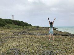 黒島灯台と元気な私。 あー、曇り空なのが残念です。