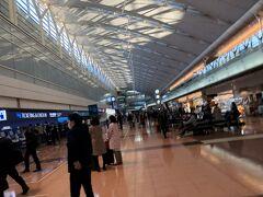羽田の第2ターミナルは久しぶりだ。 このところJALが多かったからなあ。 スカイコインがたまっていたので今回はANAで予約。