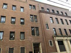道修町ミュージアムストリートは 少彦名神社からスタートして まずは、「くすりの道修町史料館」  そしてこちらの武田化学振興財団 「杏雨書屋」