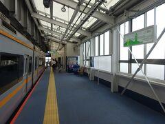 終点、湘南江の島駅に到着。 所要時間は大船駅からたったの14分、でも変化に富んだ内容の濃い路線。