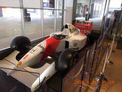 鈴鹿PAに立ち寄り。F1カーの展示がありました。