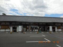 京都に着いて最初に訪問したのは三十三間堂。駐車場無料。
